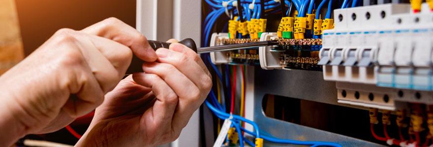 Artisan électricien dans le Var